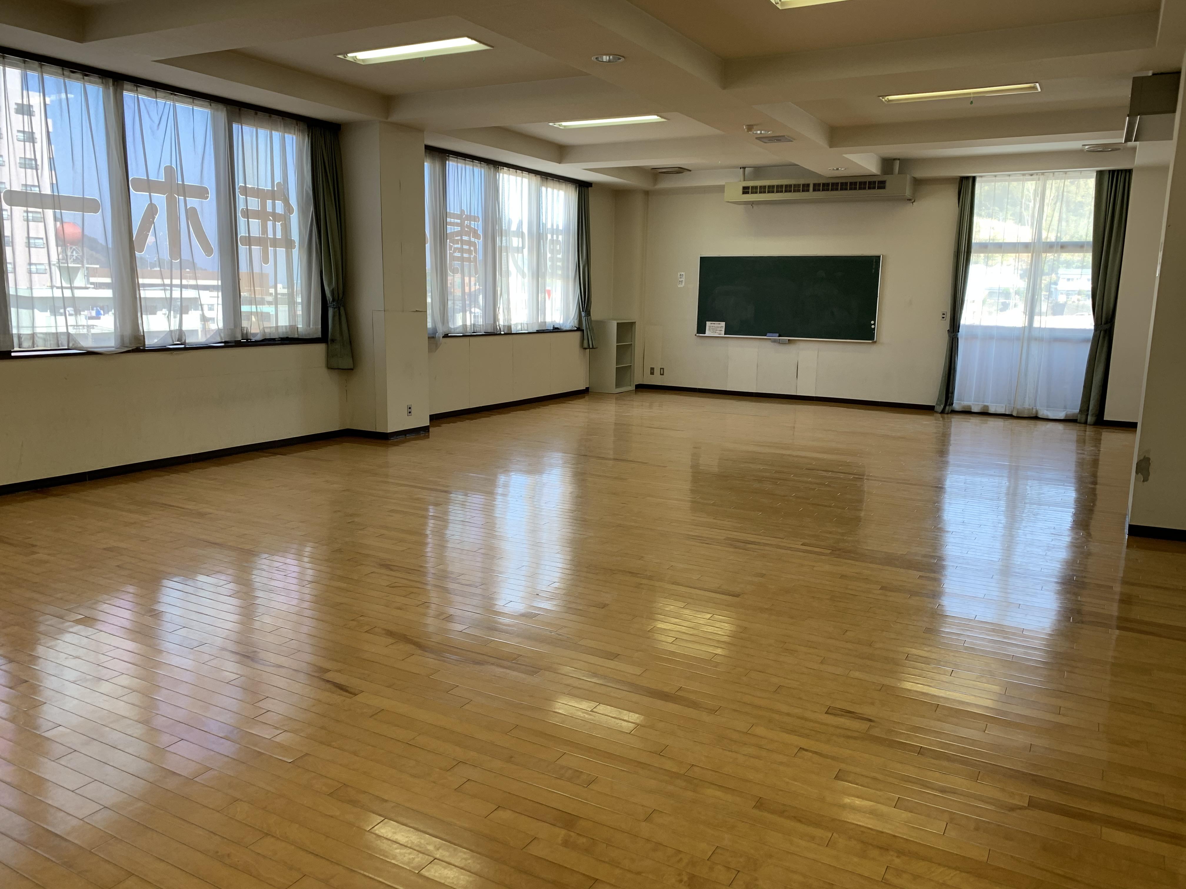 7.勤労青少年ホーム h.軽スポーツ室12